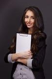 女商人画象有纸文件夹的 免版税图库摄影