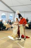 女士们先生们19世纪的舞厅衣服的在官员` s球 免版税图库摄影