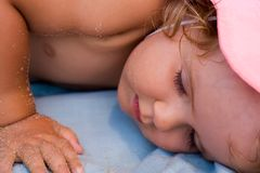 女婴休息采取 库存照片