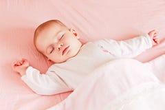女婴休眠 免版税库存照片