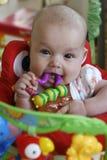 女婴出牙 免版税库存图片