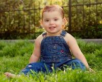 女婴微笑 图库摄影