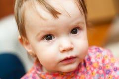 女婴惊奇了 免版税图库摄影