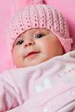 女婴戴一个桃红色帽子 库存照片