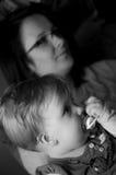 女婴母亲 免版税库存图片