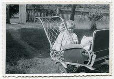 女婴照片葡萄酒 免版税图库摄影