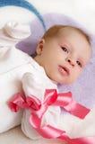 女婴粉红色丝带 免版税库存图片