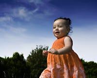 女婴运行中 免版税库存图片