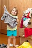女婴选择礼服 库存图片