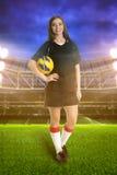 女子体育场的足球运动员 免版税库存照片