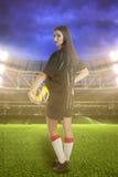 女子体育场的足球运动员 图库摄影