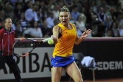 女子在比赛期间的网球员西莫娜・哈勒普 图库摄影