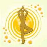 女子实践的瑜伽有轻的背景 免版税库存照片