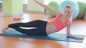 女子瑜伽实践姿势训练概念 股票录像