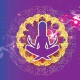 女子瑜伽 美丽的女孩剪影 放松 莲花姿势- Padmasana Origami坛场 纸裁减艺术 凝思 紫色 库存照片