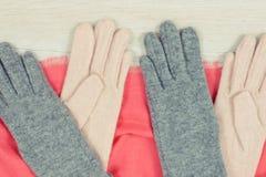 女子般地的衣裳为秋天或冬天,温暖的服装概念 免版税库存图片