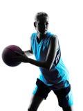 女子蓝球运动员剪影 免版税库存图片