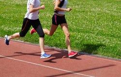 女子运动员跑 免版税库存照片