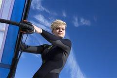 女子风帆冲浪者画象 免版税图库摄影