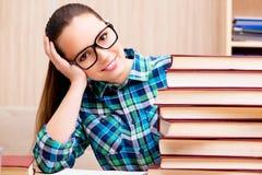 年轻女学生为检查做准备 图库摄影
