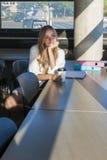 年轻女学生在学习区域 免版税库存图片