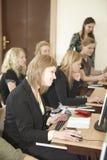 女学生在教室 免版税库存照片