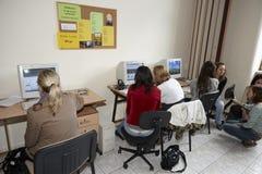 女学生在教室 免版税图库摄影
