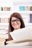 女学生微笑 免版税库存照片