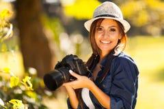 女学生摄影师 免版税库存图片