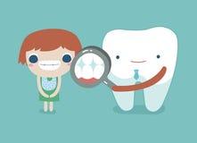 女孩、牙和牙概念的牙医检查的牙齿 库存图片