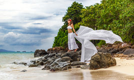 女孩一个热带海岛 图库摄影