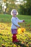 女孩一点公园使用 库存照片