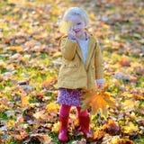 女孩一点公园使用 图库摄影