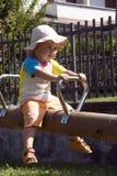 女孩一点公园摇摆 免版税库存图片