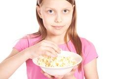 女孩一点玉米花纵向白色 免版税库存照片