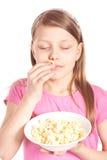 女孩一点玉米花纵向白色 库存照片