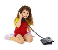 女孩一点电话联系 免版税库存图片