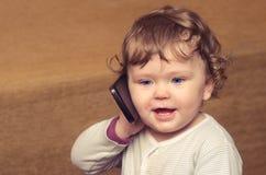 女孩一点电话联系 库存照片