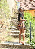 女孩上升的台阶 免版税库存照片