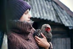 女孩与chiken,健康寿命 图库摄影