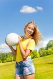 女孩举行球 库存照片