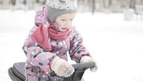 女孩乘驾在雪滑行车的冬天 股票视频