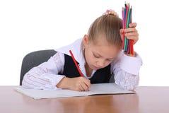 女孩了解铅笔准备好对年轻人 免版税库存照片