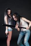 女孩二个武器 库存照片