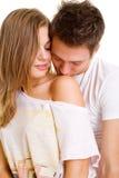 女孩亲吻的人年轻人 免版税库存图片