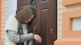 女孩从进口的检索关键字在袋子里面 影视素材