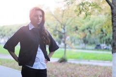 女孩企业样式公园画象秋天 免版税库存照片