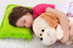 女孩休眠甜宁静年轻人 免版税库存图片