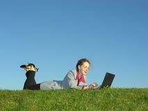 女孩位于笔记本 免版税图库摄影