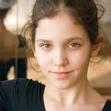 女孩体操纵向青少年的年轻人 免版税图库摄影